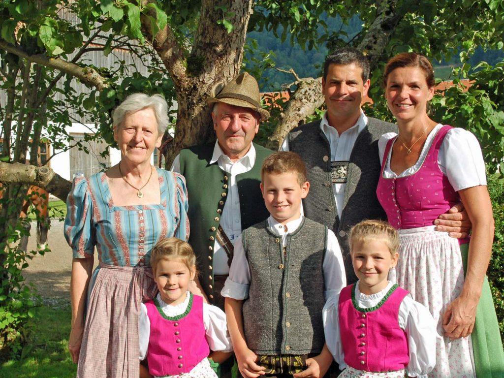 Familie Stückler vom Oberpartenhauserhof Gmund