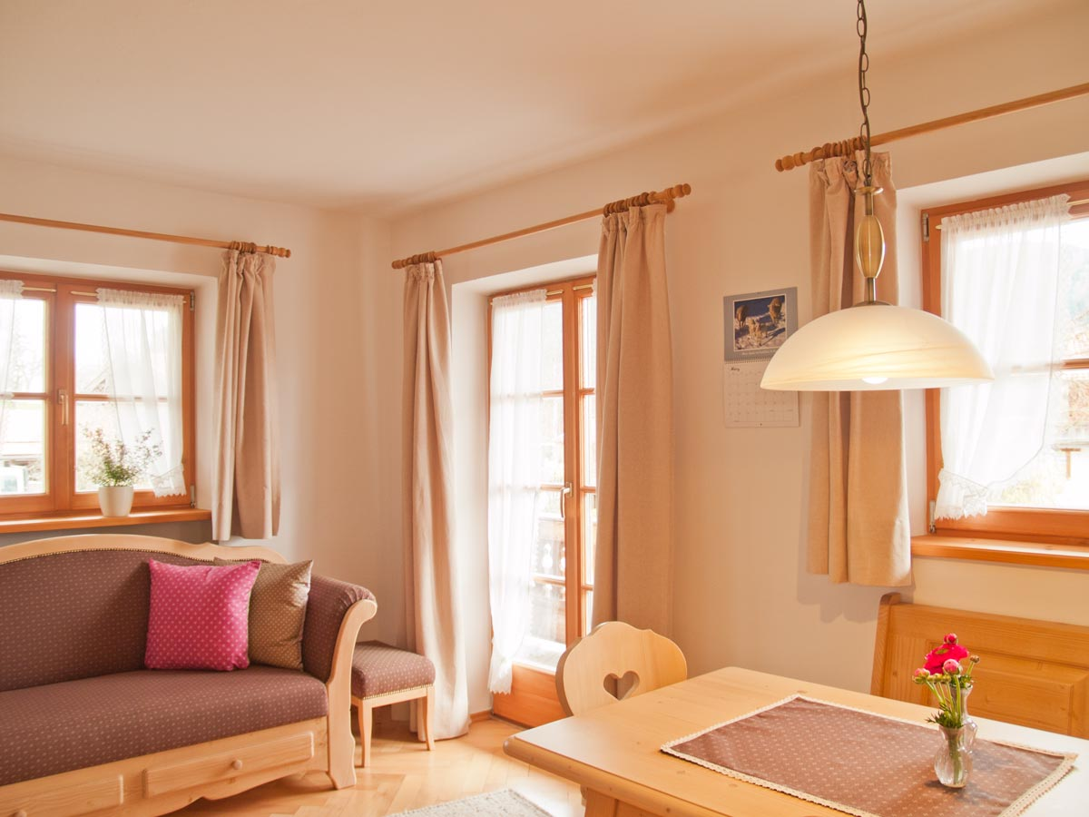 Bild Oberpartenhauserhof Wohnküche Fewo Irmi