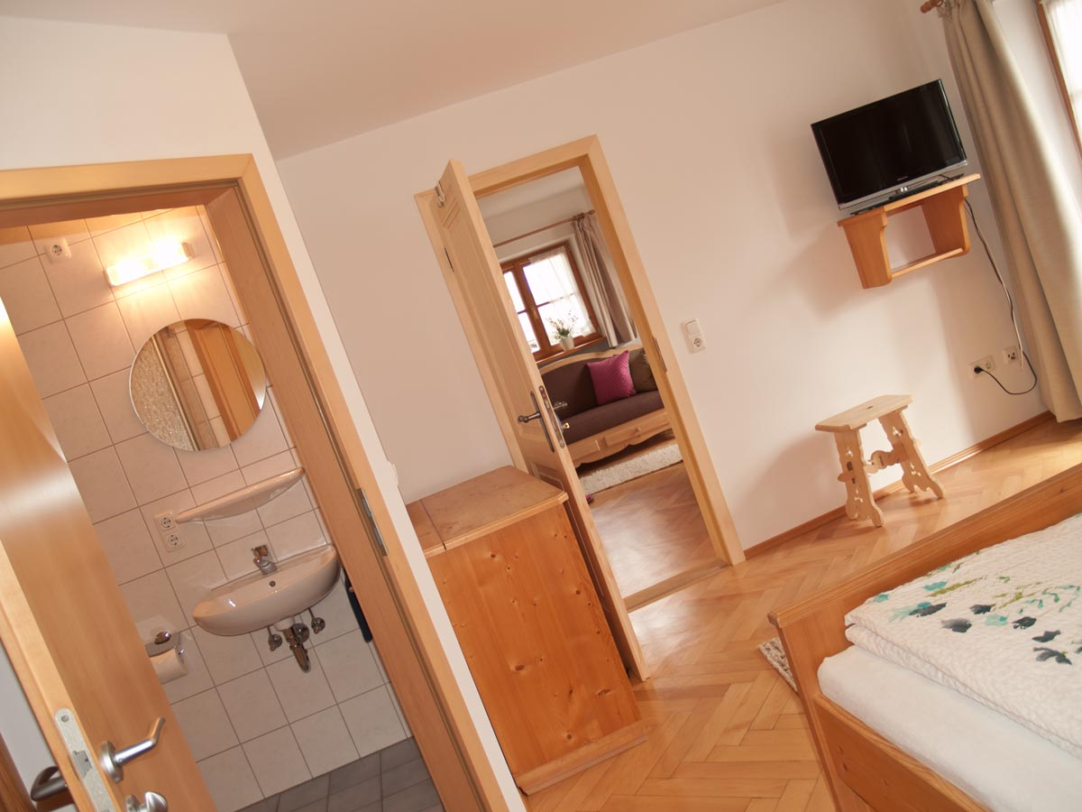 Bild Oberpartenhauserhof Schlafzimmer Fewo Irmi